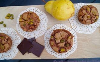 Muffins aux poires, amandes, pistaches et chocolat