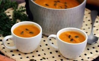 Soupe à la butternut et carottes au curcuma