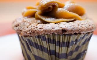 Cupcakes au chocolat noir et au beurre de cacahuètes