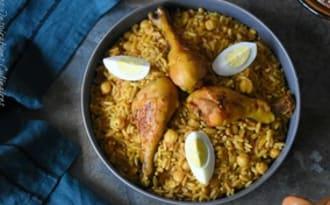 Tlitli au poulet en sauce rouge