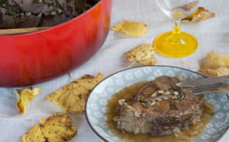 Jarret de boeuf roulé, champignons et noix