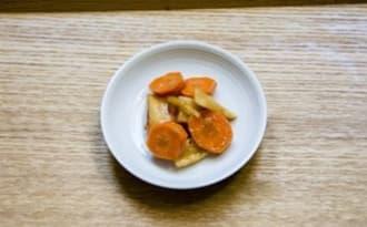 Pickles de carotte et de radis d'hiver