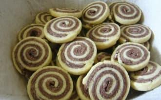 Biscuits bicolores roulés vanille chocolat
