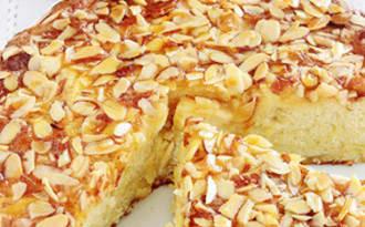 Gâteau au yaourt, pommes amandes moelleux
