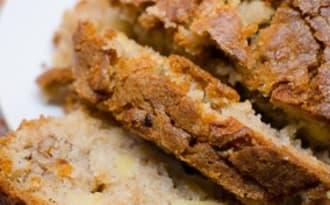 Gâteau à la pomme, à la cannelle et aux noix