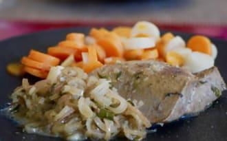 Pavé de foie de veau en cocotte. Sauce aux échalotes et à l'estragon.