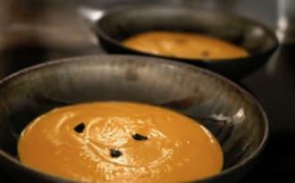 Crème de potimarron aux échalotes et ail noir