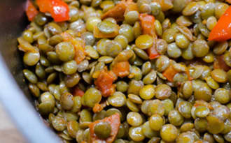 Lentilles vertes au chorizo, au poivron et aux tomates cerises