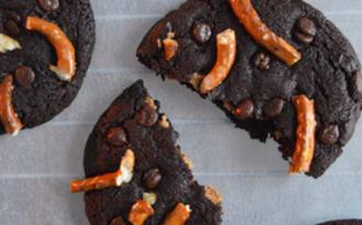 Cookies au chocolat, beurre de cacahuètes et bretzels