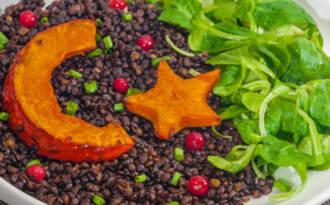 Lentilles beluga au potimarron rôti, crème fraîche végétale à la noix de cajou