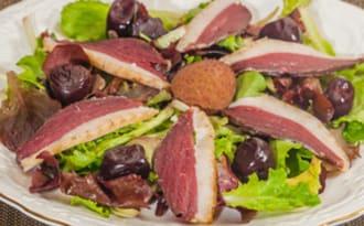 Salade de magret de canard aux cerises
