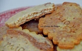 Biscuit aux amandes, poudre de combava et cacao