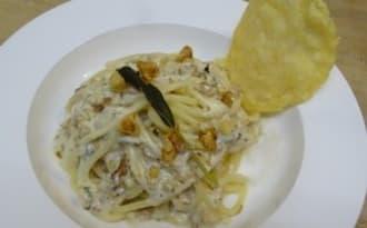 Spaghettis aux trois fromages et aux noix