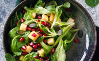 Salade de mâche, pomme et grenade