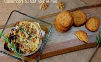 Camembert au four aux noix et miel