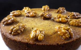 Gâteau aux noix et sa sauce caramel