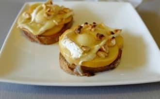 Tartine normande au neufchâtel et pomme