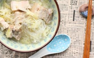 Soupe de choucroute et de porc à la chinoise