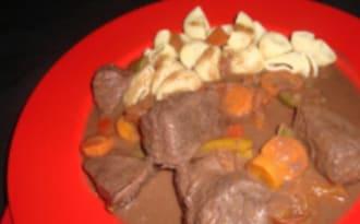 Ragoût à la viande de bœuf aux poivrons et paprika