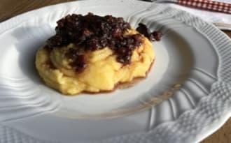 Noix de joue de porc au vin rouge sur lit de polenta