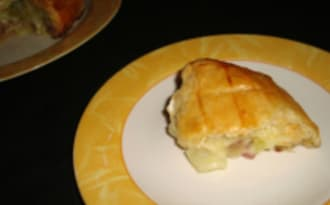 Feuilleté au camembert et au saucisson