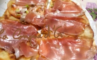 Piadina au jambon cru pecorino et oignons cive