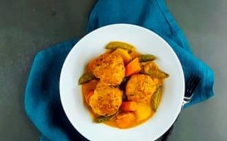 Boulettes de poisson et curry de légumes