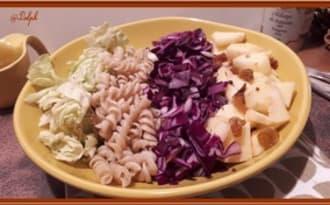 Salade de chou rouge, pommes, pâtes