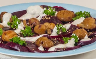 Salade de betteraves rôties, châtaignes grillées, yaourt au tahin