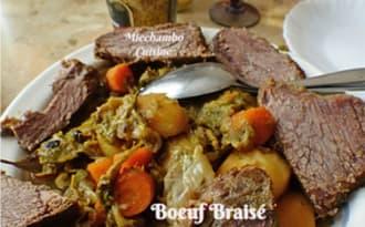 Bœuf braisé aux légumes et aux épices en cocotte