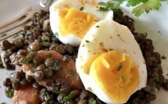 Salade de lentilles au curry et aux oeufs
