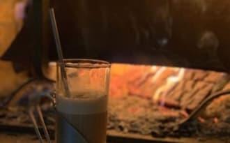 Chocolat chaud fait maison à la cannelle