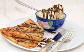 Crêpes Nature au chocolat et sorbet poires.