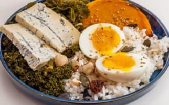 Assiette gourmande de butternut et de chou kale au gorgonzola
