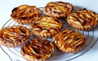Tartelettes aux pommes et crème pâtissière à la vanille