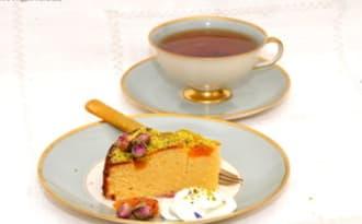 Gâteau aux amandes, abricots, cardamome et eau de rose