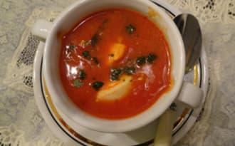 Soupe cioppino aux tomates et fruits de mer