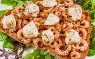 Tartine à la tomatine, aux crevettes grises et à la mozzarella