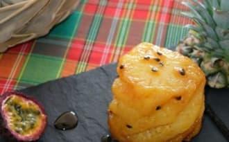 Ananas rôti au caramel à l'orange, vanille et aux fruits de la passion
