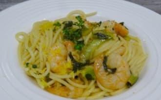 Spaghetti aux crevettes à l'ail, à la sauge, citron et Lemonquat
