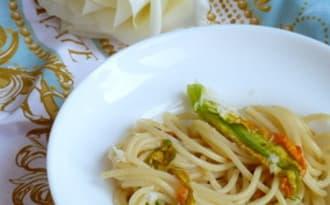 Spaghetti aux fleurs de courgettes