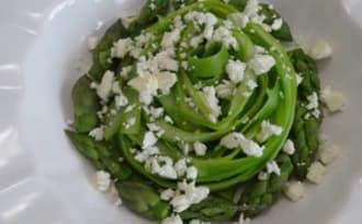 Salade de tagliatelles d'asperges aux lardons et feta