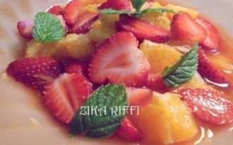 Salade de fruits oranges fraise sirop citrons verts