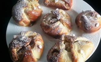 Brioches fourrées aux pommes- Plăcinte