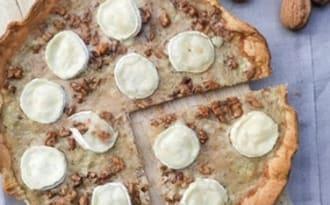 Tarte fromage de chèvre, miel, noix et oignons