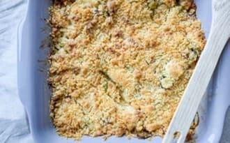 Crumble salé, courgettes, lardons et fromage de chèvre