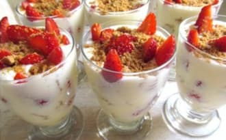 Verrines printanières fraises spéculoos comme un tiramisu