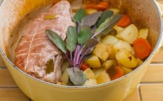 Rôti de porc à la sauge et aux pommes de terre nouvelles
