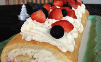 Le biscuit roulé à la crème vanillée et fruits rouges