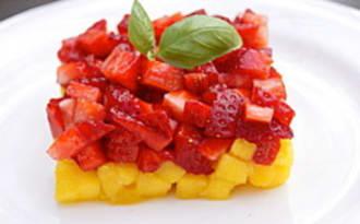 Tartare de fraise/mangue au citron vert et au basilic